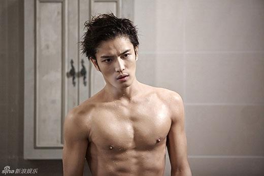 Jaejoong cực quyến rũ khoe thân hình 6 múi