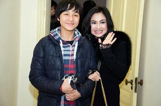 Con trai Đăng Quang củaThanh Lam được xem là một thần đồng trong âm nhạc. Tuy mới 16 tuổi nhưng cậu bé đã đạt được nhiều thành tích nổi bật trong âm nhạc khiến Thanh Lam vô cùng tự hào. - Tin sao Viet - Tin tuc sao Viet - Scandal sao Viet - Tin tuc cua Sao - Tin cua Sao