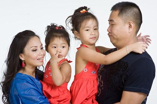Gia đình chị Tư Cẩm Ly - Minh Vy là một trong số những gia đình hiếm hoi sở hữu hạnh phúc toàn vẹn trong suốt một khoảng thời gian dài. - Tin sao Viet - Tin tuc sao Viet - Scandal sao Viet - Tin tuc cua Sao - Tin cua Sao