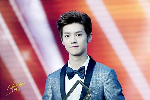 Luhan vinh dự nhận hai giải thưởng trong lễ trao giải Weibo ngày 15/1