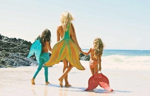 Mehina sống ở Úc, nơi có rất nhiều bãi biển xinh đẹp trên thế giới. Cô còn sản xuất các đuôi cá theo đầy đủ kích cỡ người lớn và trẻ con để phục vụ cho nhu cầu của họ
