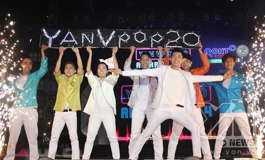 Mở màn cho chương trình là màn biểu diễn ấn tượng của chàng vũ công điển trai Quang Đăng. - Tin sao Viet - Tin tuc sao Viet - Scandal sao Viet - Tin tuc cua Sao - Tin cua Sao