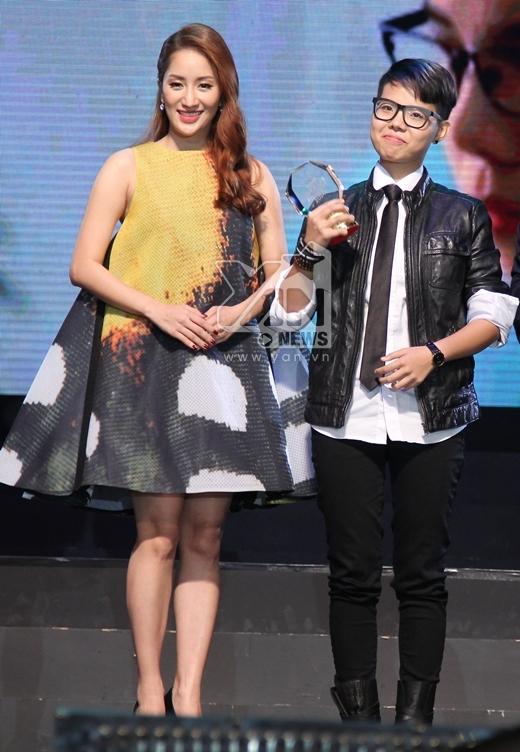 Vũ Cát Tường lên nhận giải Nữ ca sĩ đột phá trong năm 2014. - Tin sao Viet - Tin tuc sao Viet - Scandal sao Viet - Tin tuc cua Sao - Tin cua Sao