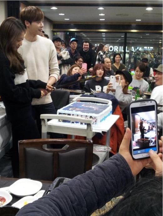 Park Shin Hye tỏa sáng ngời ngời trong tiệc đóng máy Pinocchio