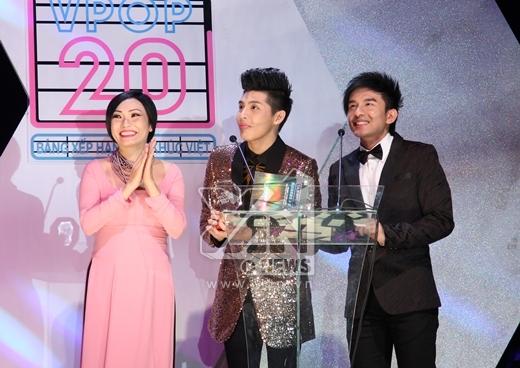 Noo Phước Thịnh nhận giải nam ca sĩ xuất sắc trong giải thưởng YAN Vpop 20. - Tin sao Viet - Tin tuc sao Viet - Scandal sao Viet - Tin tuc cua Sao - Tin cua Sao