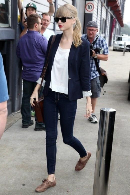 Những bộ trang phục dạo phố tuyệt vời nhất của Taylor Swift