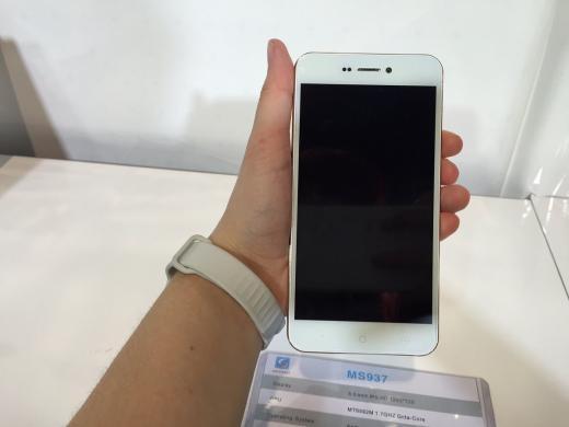 Trung Quốc sản xuất điện thoại Android giống hệt iPhone 6, giá siêu rẻ