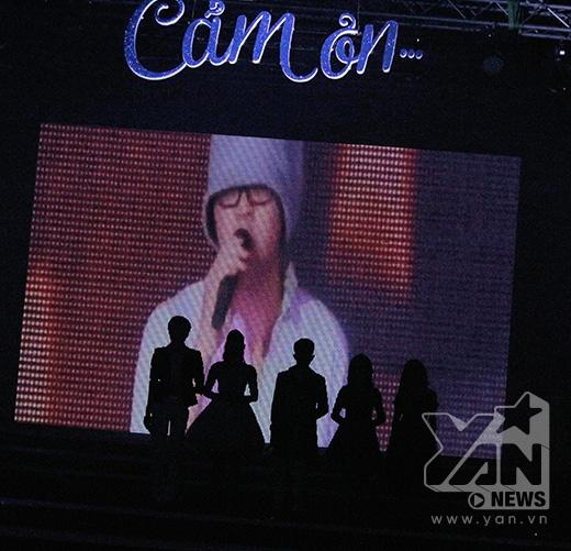 Hình ảnh Wanbi bất ngờ xuất hiện trên sân khấu hòa giọng cùng các nghệ sỹ trong ca khúc Cảm ơn - Tin sao Viet - Tin tuc sao Viet - Scandal sao Viet - Tin tuc cua Sao - Tin cua Sao