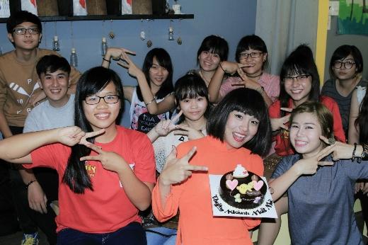 Cô giáo Khánh Zhou Zhou cười toe dù mới phẫu thuật