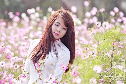 Nhan sắc Hà thành rạng rỡ bên hoa Tết sớm