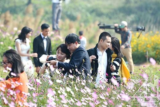 Vườn hoa Nhật Tân những ngày này thu hút rất đông các bạn trẻ đến chụp ảnh.