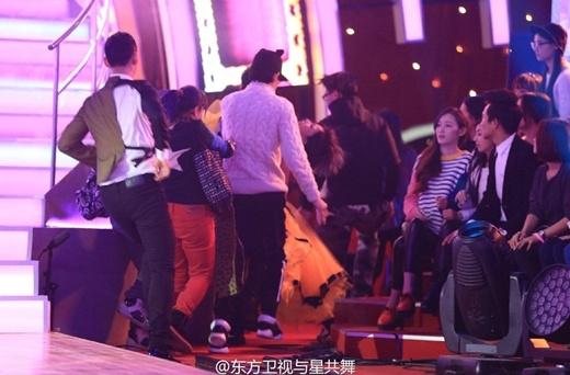 Ôn Lam không may gặp sự cố ngay trên sân khấu truyền hình trực tiếp