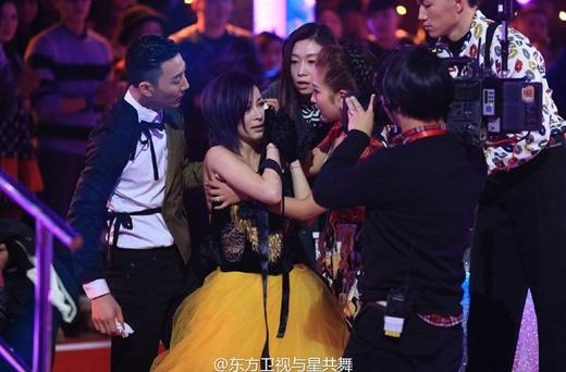 Sự cố khiến Ôn Lam chảy máu và choáng trên sân khấu