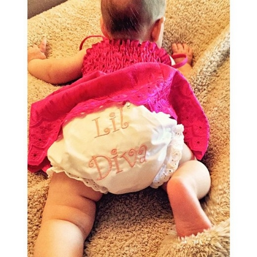 Christina Aguilera hạnh phúc khoe hình con gái