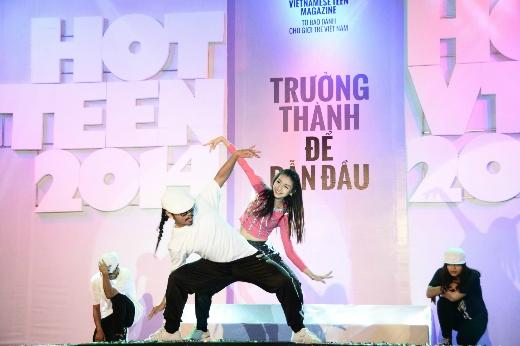 Cô bạn đến từ thủ đô Hà Nội - Lê Thanh Tú đã trình diễn một màn nhảy hiphop quyến rũ và trẻ trung để mở màn cho đêm Chung kết