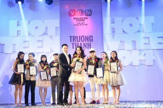 Em út của Hot Vteen 2014 – Phan Nguyễn Quỳnh Hương đến từ trường THPT Thực nghiệm, Hà Nội đã thể hiện được sức hút của mình khi đoạt giải Hot Vteen được yêu thích nhất.