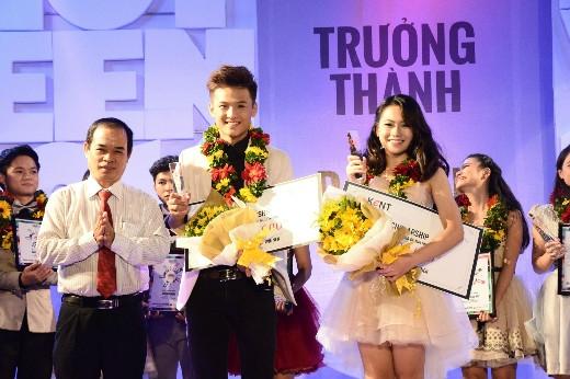 Ông Nguyễn Thanh Tú – Tổng biên tập báo Giáo dục TP. HCM, trưởng ban tổ chức cuộc thi trao giải cho hai tân Đại sứ Hot Vteen toàn quốc 2014.