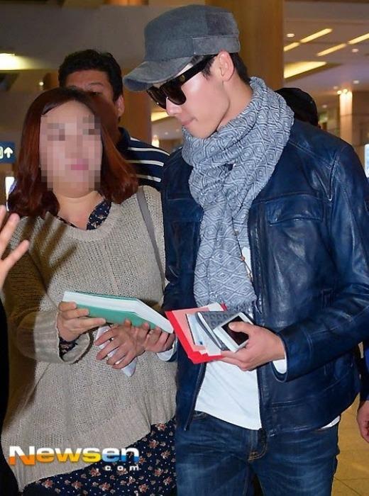 Lee Jong Suk thân thiện ngày quay về Hàn