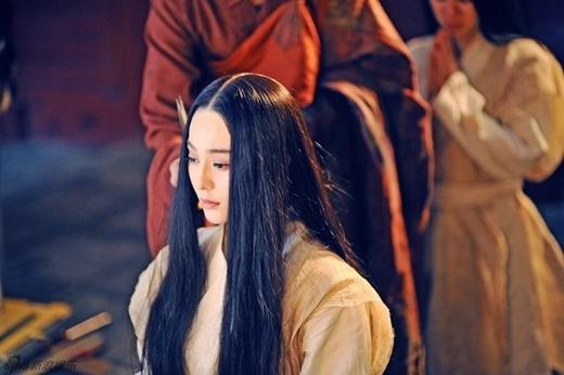 Võ Tắc Thiên Phạm Băng Băng xuống tóc đi tu
