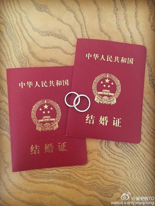 Cặp đôi đã chính thức đăng ký kết hôn tại văn phòng hôn nhân Tuyên Thành, Bắc Kinh và là vợ chồng hợp pháp.