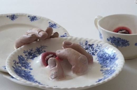 Hết hồn với những bộ chén đĩa rùng rợn