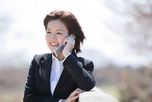 Những thói quen dùng điện thoại hại sức khỏe mà bạn chưa biết