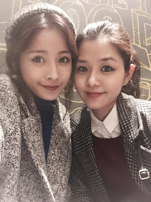Ít ai đoán được rằng người bên cạnh Chi Pu kia là chị gái Thùy Vân (sinh năm 1982) đã lập gia đình và hiện đang làm mẹ của hai nhóc cực kỳ đáng yêu. - Tin sao Viet - Tin tuc sao Viet - Scandal sao Viet - Tin tuc cua Sao - Tin cua Sao