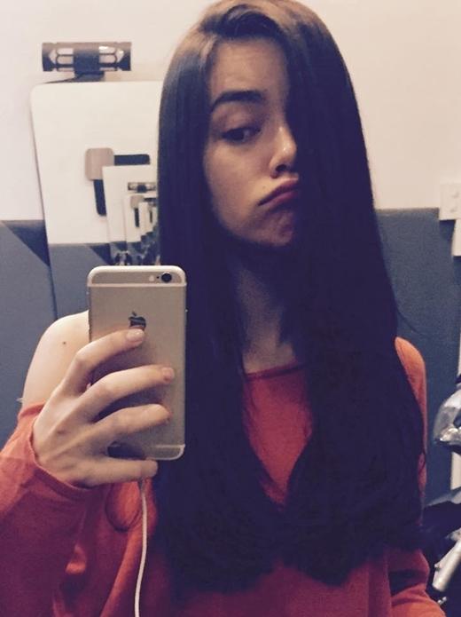 Mới đây Hồ Ngọc Hà đăng hình lên trang cá nhân của mình khoe tóc mới. Trông cô thật trẻ trung, xinh đẹp với tóc mới phải không nào?