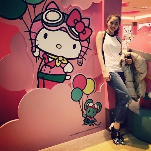 Dù transit ở Đài Loan có 1 tiếng nhưng Bảo Anh vẫn tranh thủ chụp hình vì cô nàng này cực thích màu hồng. Sắp tới, Bảo Anh sẽ quay trở lại Sài Gòn tiếp tục với lịch diễn dày đặc của mình.