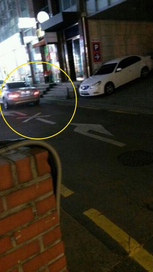 Hình ảnh Baekhyun mua trà trân châu và chiếc xe Mercedes Benz gây ra nhiều sự tò mò