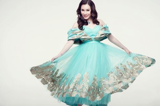 Hồ Quỳnh Hương trông thực sự trẻ trung trong bộ váy này. - Tin sao Viet - Tin tuc sao Viet - Scandal sao Viet - Tin tuc cua Sao - Tin cua Sao