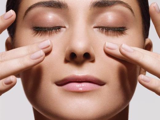 Học cách mát-xa cực đơn giản cho một làn da hoàn hảo