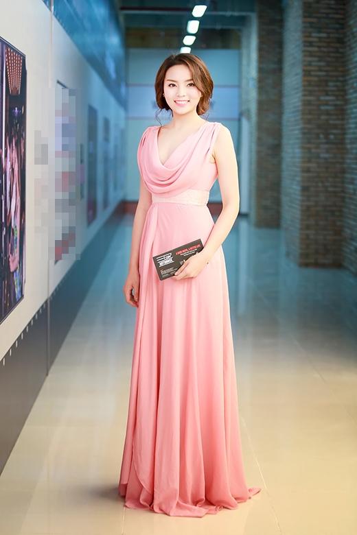 Kỳ Duyên thu hút sự chú ý của mọi người với bộ đầm lộng lẫy màu hồng. - Tin sao Viet - Tin tuc sao Viet - Scandal sao Viet - Tin tuc cua Sao - Tin cua Sao
