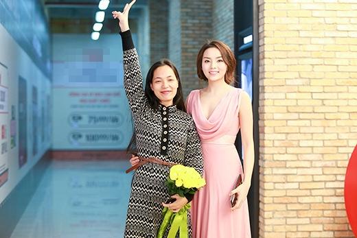 Hoa hậu Kỳ Duyên lộng lẫy đến chúc mừng đạo diễn Nguyễn Hoàng Điệp - Tin sao Viet - Tin tuc sao Viet - Scandal sao Viet - Tin tuc cua Sao - Tin cua Sao