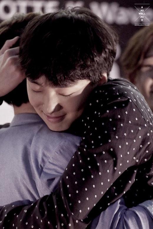 Seungyoon (Winner) ôm trọn fan trong lòng mình