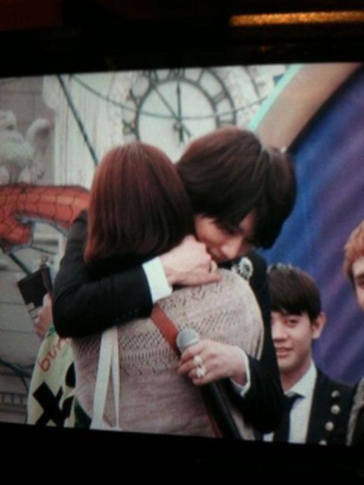 Hyunseung cũng tình cảm không kém.