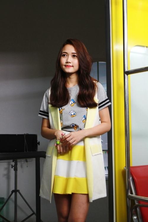 MV có sự góp mặt của Nhung Gumiho - cô gái đang rất được chú ý khi tham gia hàng loạt các VLog Phở. - Tin sao Viet - Tin tuc sao Viet - Scandal sao Viet - Tin tuc cua Sao - Tin cua Sao