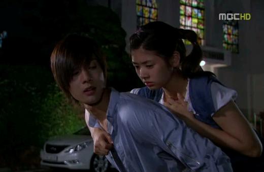 Muôn kiểu sao Hàn cõng nhau trên màn ảnh