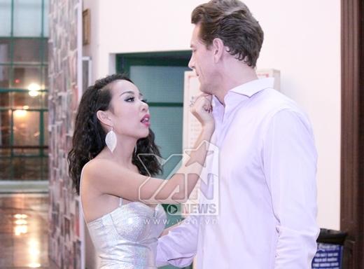 Thảo Trang tình tứ đi diễn cùng bạn trai Tây - Tin sao Viet - Tin tuc sao Viet - Scandal sao Viet - Tin tuc cua Sao - Tin cua Sao