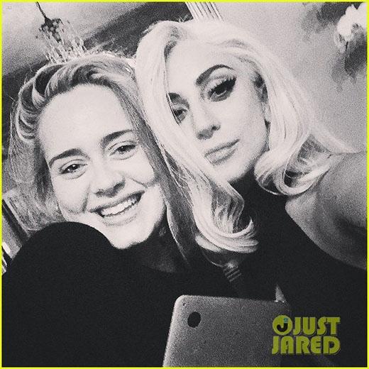 Lady Gaga khoe ảnh tự sướng cùng Adele