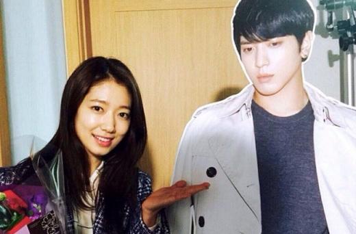 """Park Shin Hye bất ngờ thăm hỏi """"người tình màn ảnh"""" sau 4 năm"""
