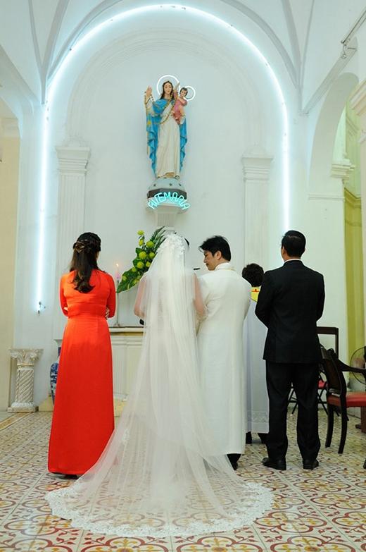 Vì thấy Dustin tất bật, Bebe Phạm lo toan công việc của một nhà sản xuất phim nên chẳng ai nghĩ cặp đôi đẹp mới nhất của showbiz Việt lại làm lễ cưới trong những ngày giáp Tết. - Tin sao Viet - Tin tuc sao Viet - Scandal sao Viet - Tin tuc cua Sao - Tin cua Sao