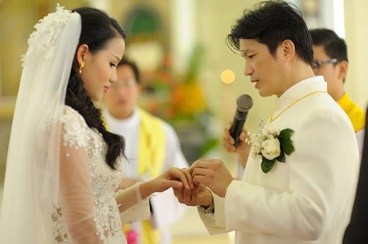 Dustin trao nhẫn cưới cho Bebe Phạm. - Tin sao Viet - Tin tuc sao Viet - Scandal sao Viet - Tin tuc cua Sao - Tin cua Sao