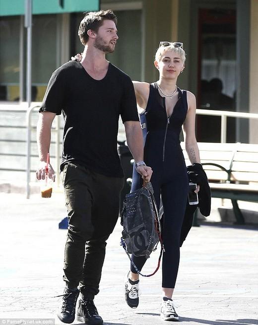 Miley và Patrick dạo chơi vào hôm thứ năm vừa rồi