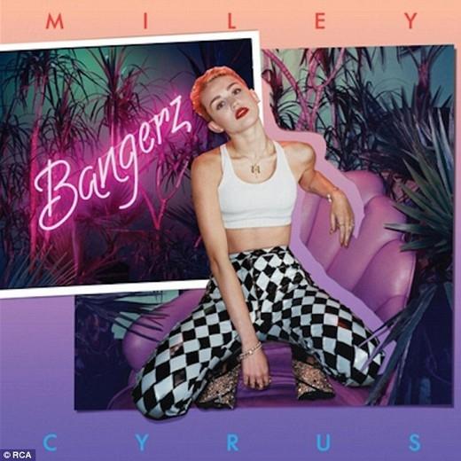 Miley Cyrus không thể... đánh vần được tên của bạn trai
