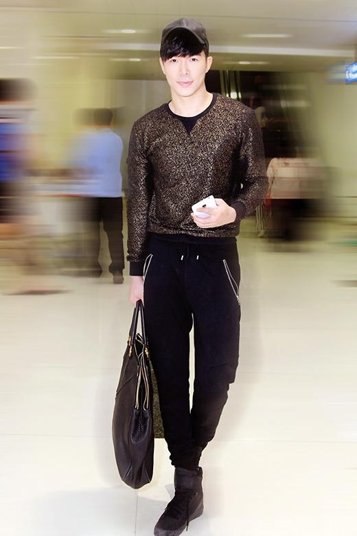 Mẹ con Nathan Lee gây chú ý ở sân bay - Tin sao Viet - Tin tuc sao Viet - Scandal sao Viet - Tin tuc cua Sao - Tin cua Sao