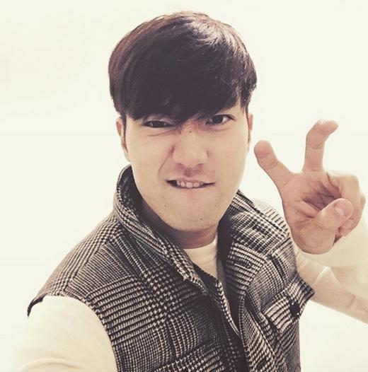 Siwon hào hứng với ngày thứ bảy, anh khoe hình cực đáng yêu và chia sẻ: Tối thứ bảy với chúng tôi nhé. Hẹn gặp các bạn sớm.