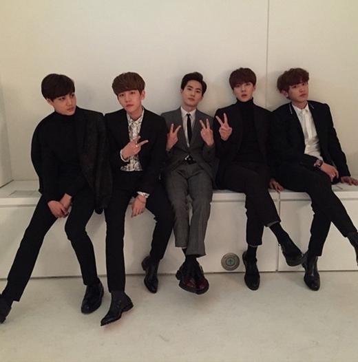Sehun đăng tải hình ảnh các chàng trai bảnh bao của EXO.