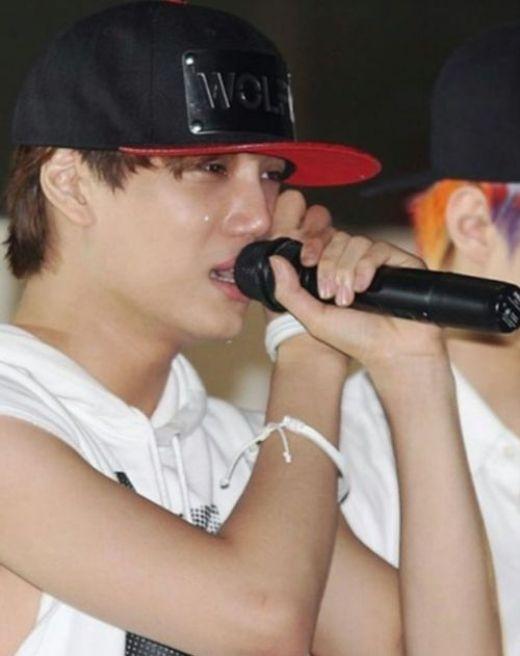 Khi mỹ nam Kpop thi nhau... khóc nhè