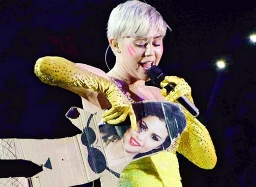 Miley Cyrus tiếp tục công khai xúc phạm Selena Gomez